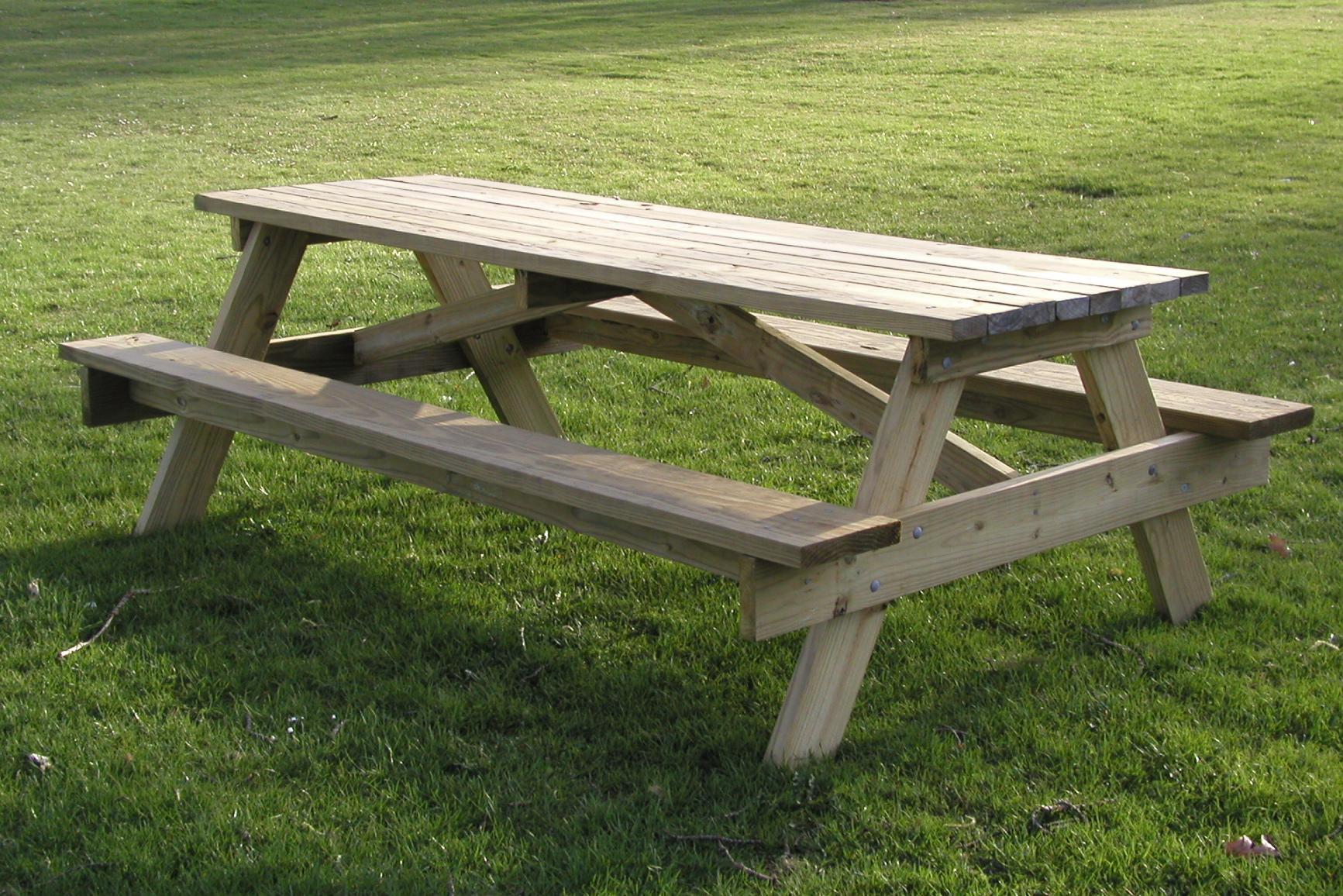 Kitchen picnic table photo - 1