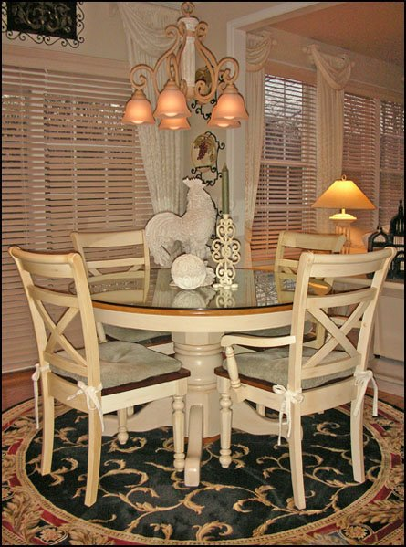 Kitchen round table and chairs photo - 2
