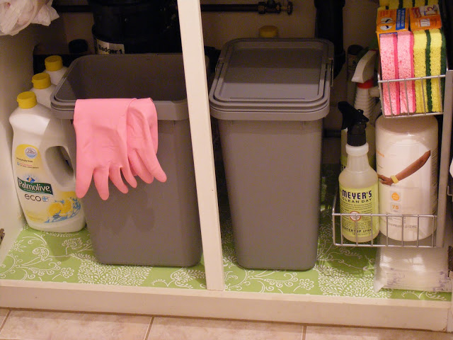 Kitchen sink organization photo - 2