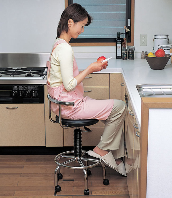 Kitchen table chairs with wheels photo - 2