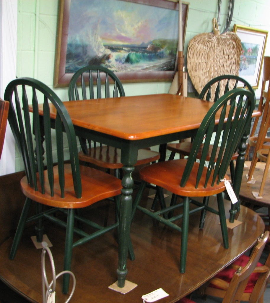 Kitchen tables with bench and chairs photo - 3