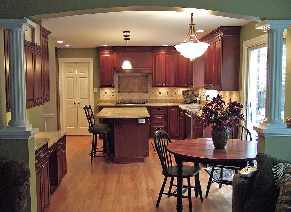 Light oak kitchen table photo - 1