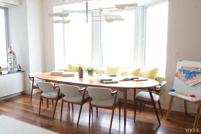 Oval kitchen table and chairs photo - 2