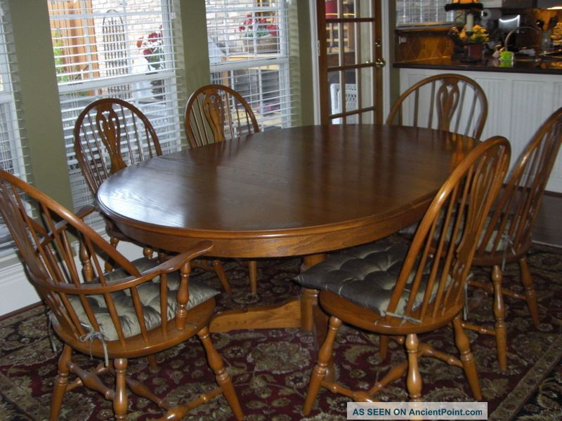 Pedestal kitchen table and chairs photo - 1