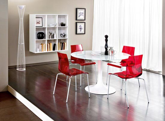 Red kitchen chairs photo - 1