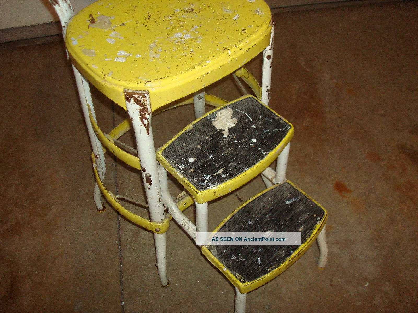 Retro kitchen step stool photo - 3