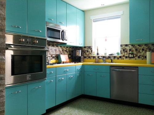 Retro red kitchen photo - 3