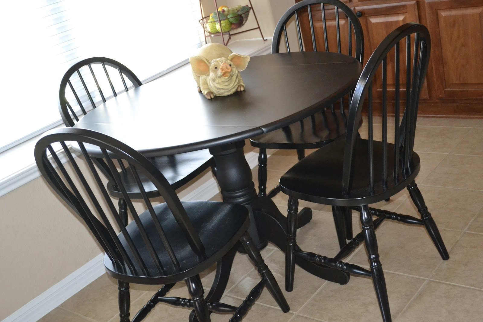 Round black kitchen table and chairs photo - 2