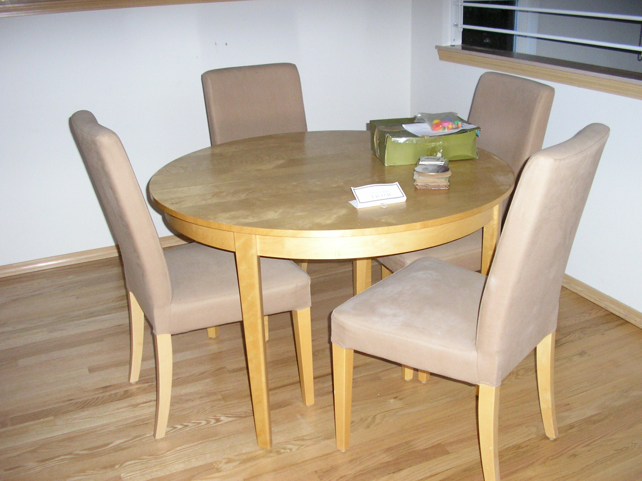Round kitchen table and chairs set photo - 1