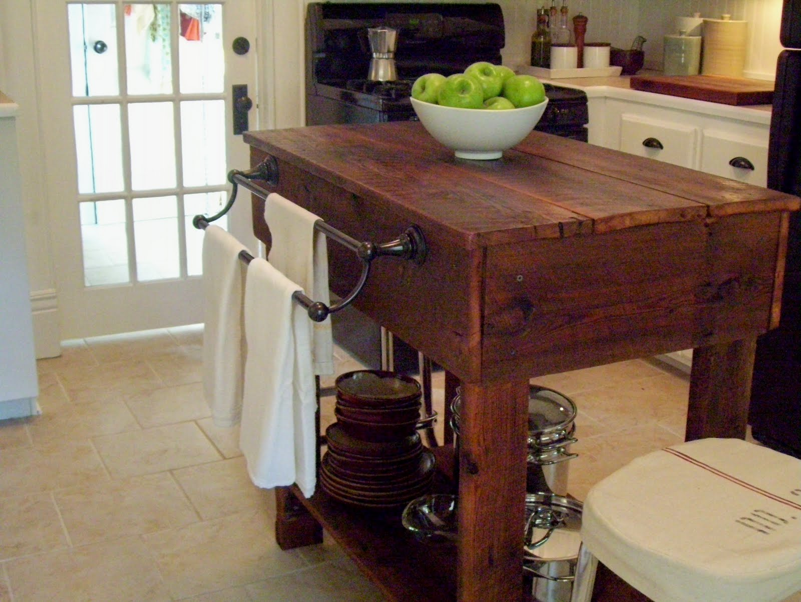 Round oak kitchen table and chairs photo - 3