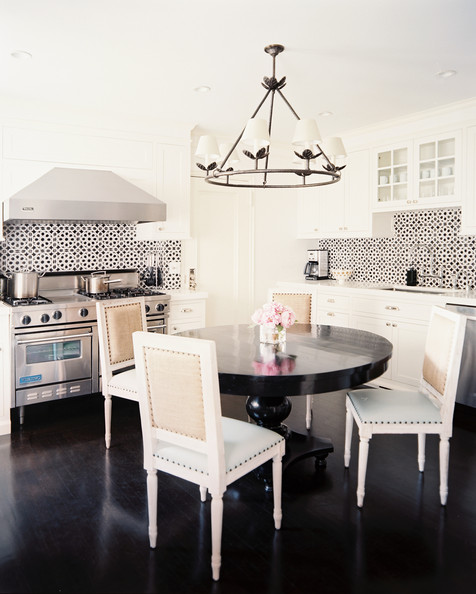 Round white kitchen table and chairs photo - 1