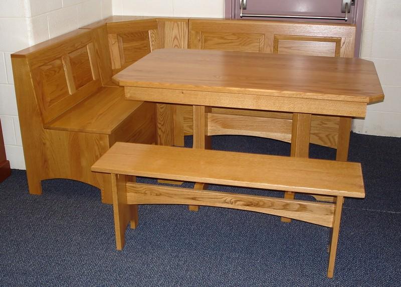 Round wooden kitchen table photo - 3