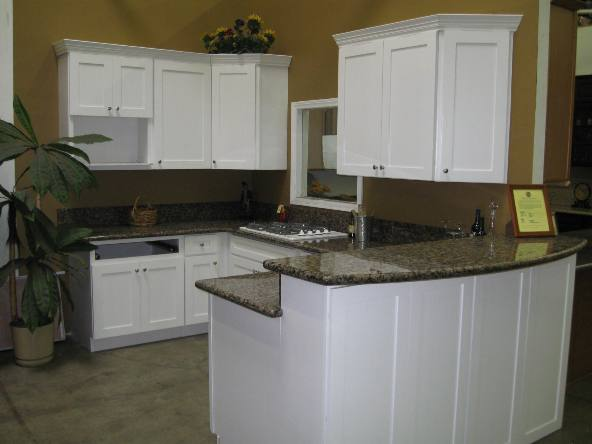 Shaker kitchen island photo - 2