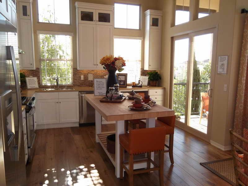 Tall kitchen table photo - 1