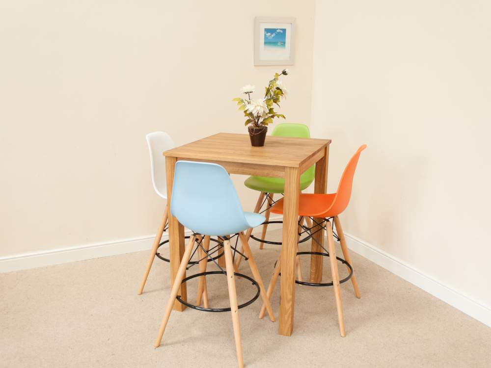 Tall kitchen table with stools photo - 3