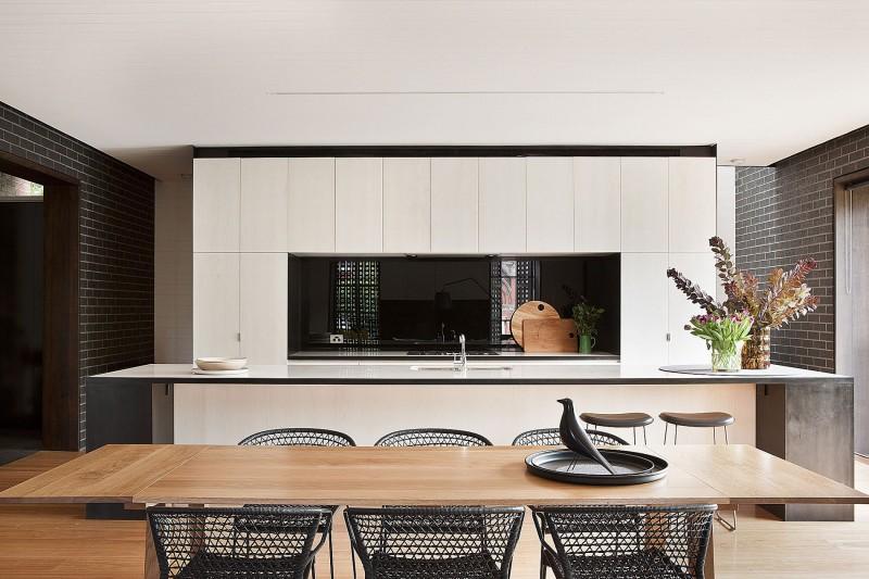 White kitchen chairs photo - 3