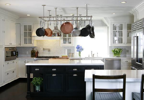 White kitchen stools photo - 3
