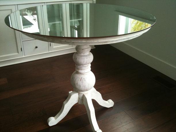 White pedestal kitchen table photo - 3