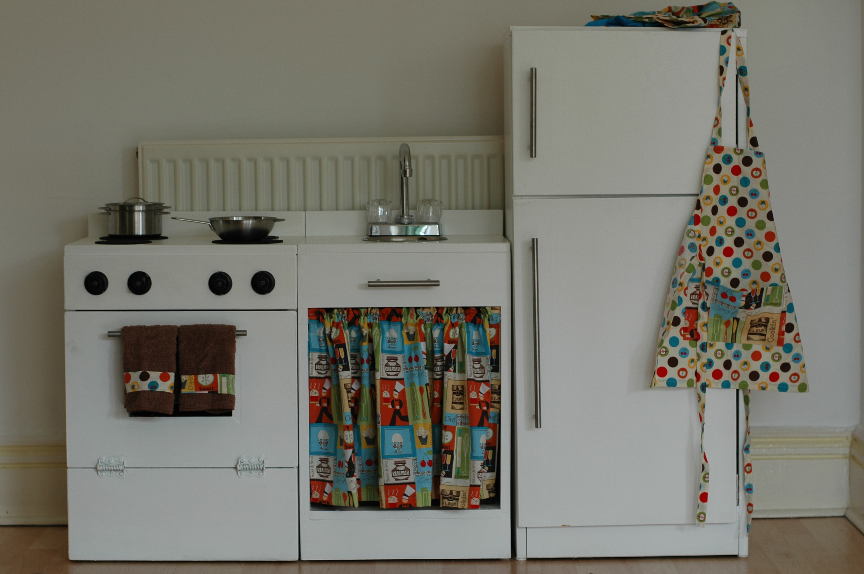 White play kitchen photo - 1