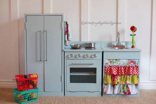 White play kitchen photo - 2