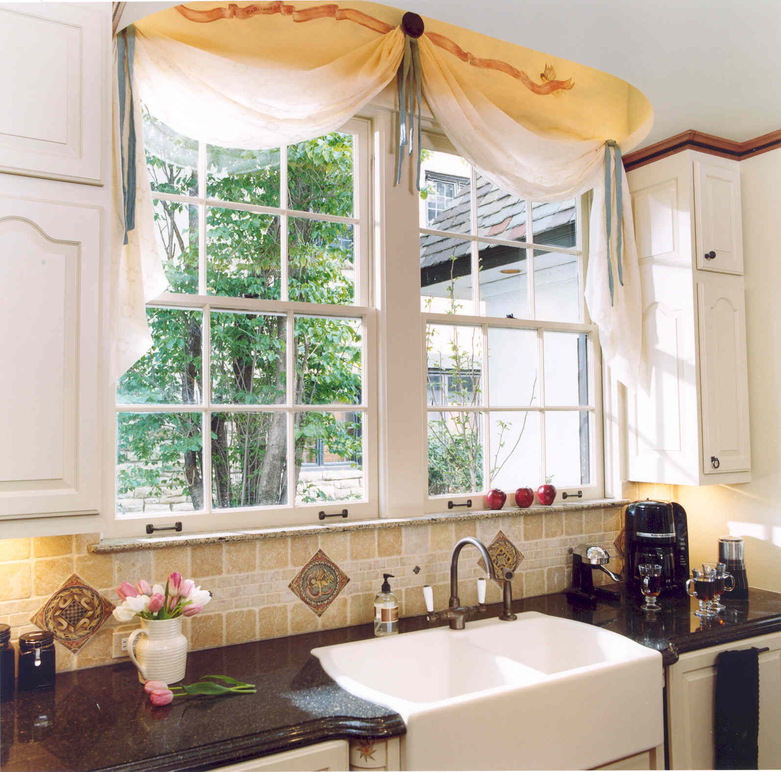Window treatment for kitchen window over sink photo - 2