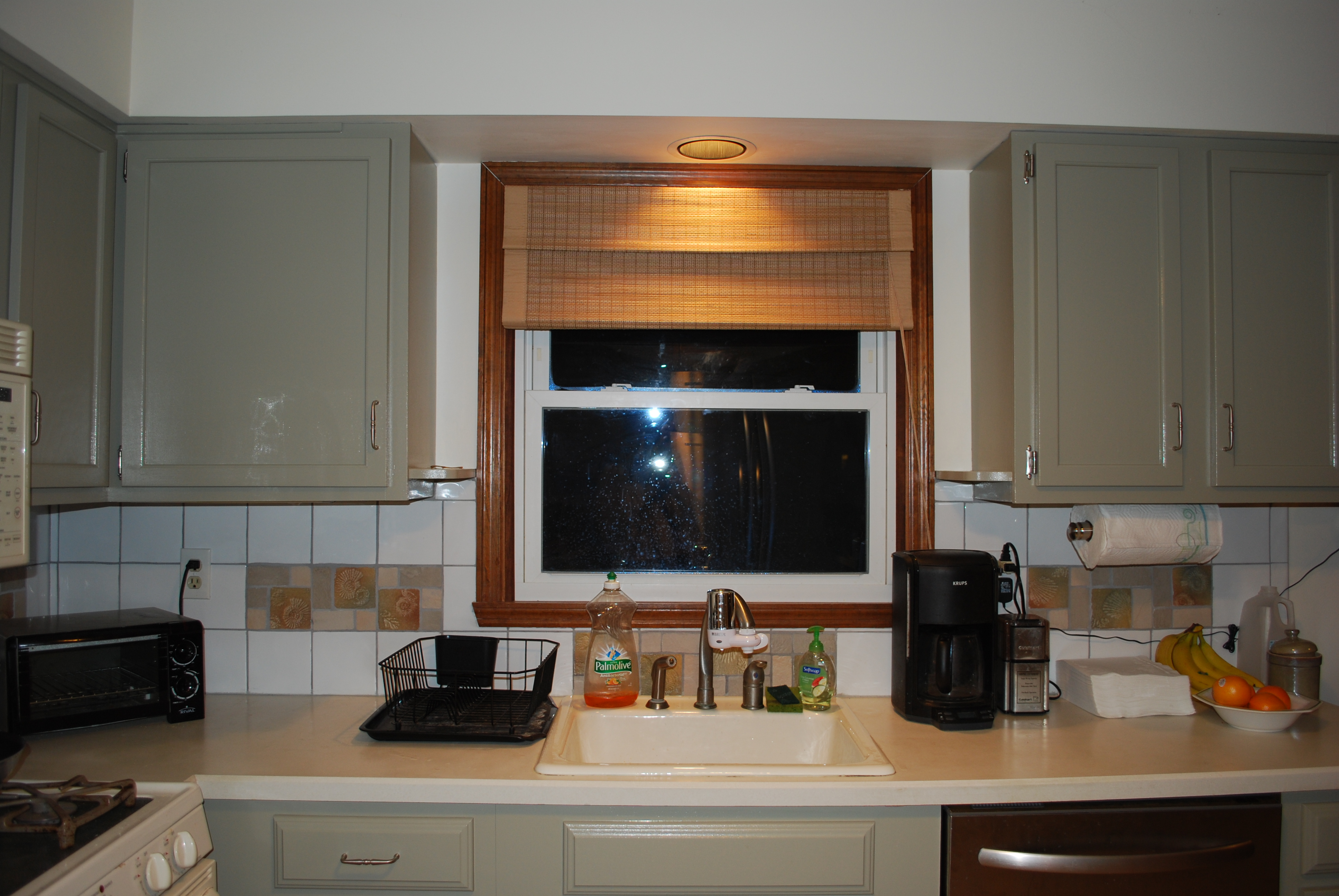 Window treatments for kitchen photo - 1