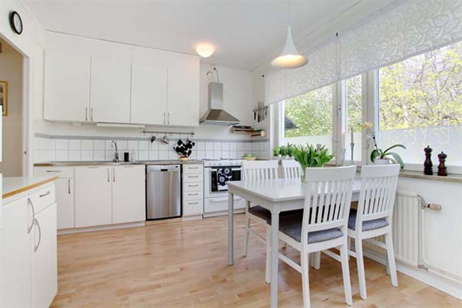 white kitchen chairs photo - 1
