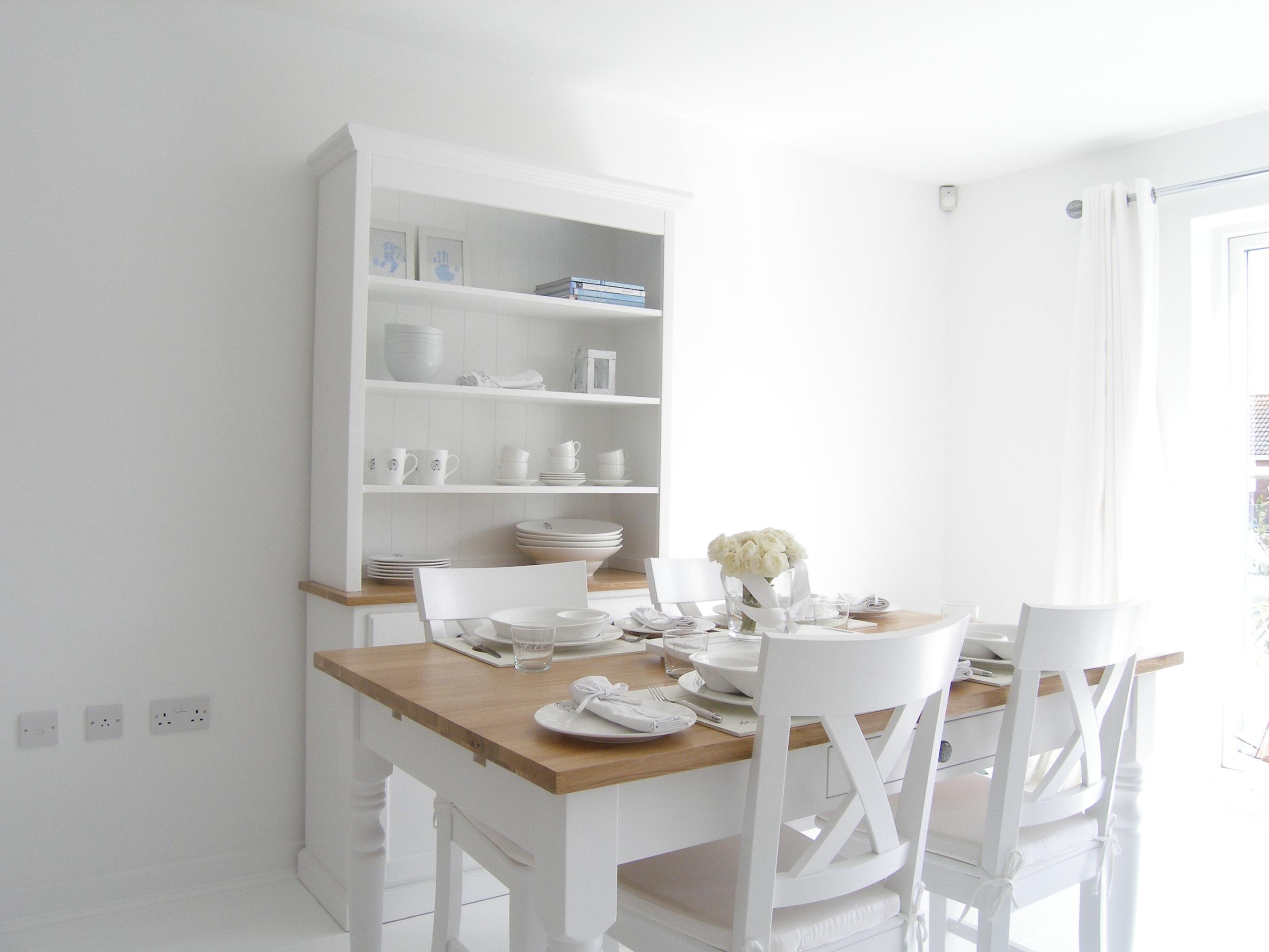 white kitchen table photo - 2