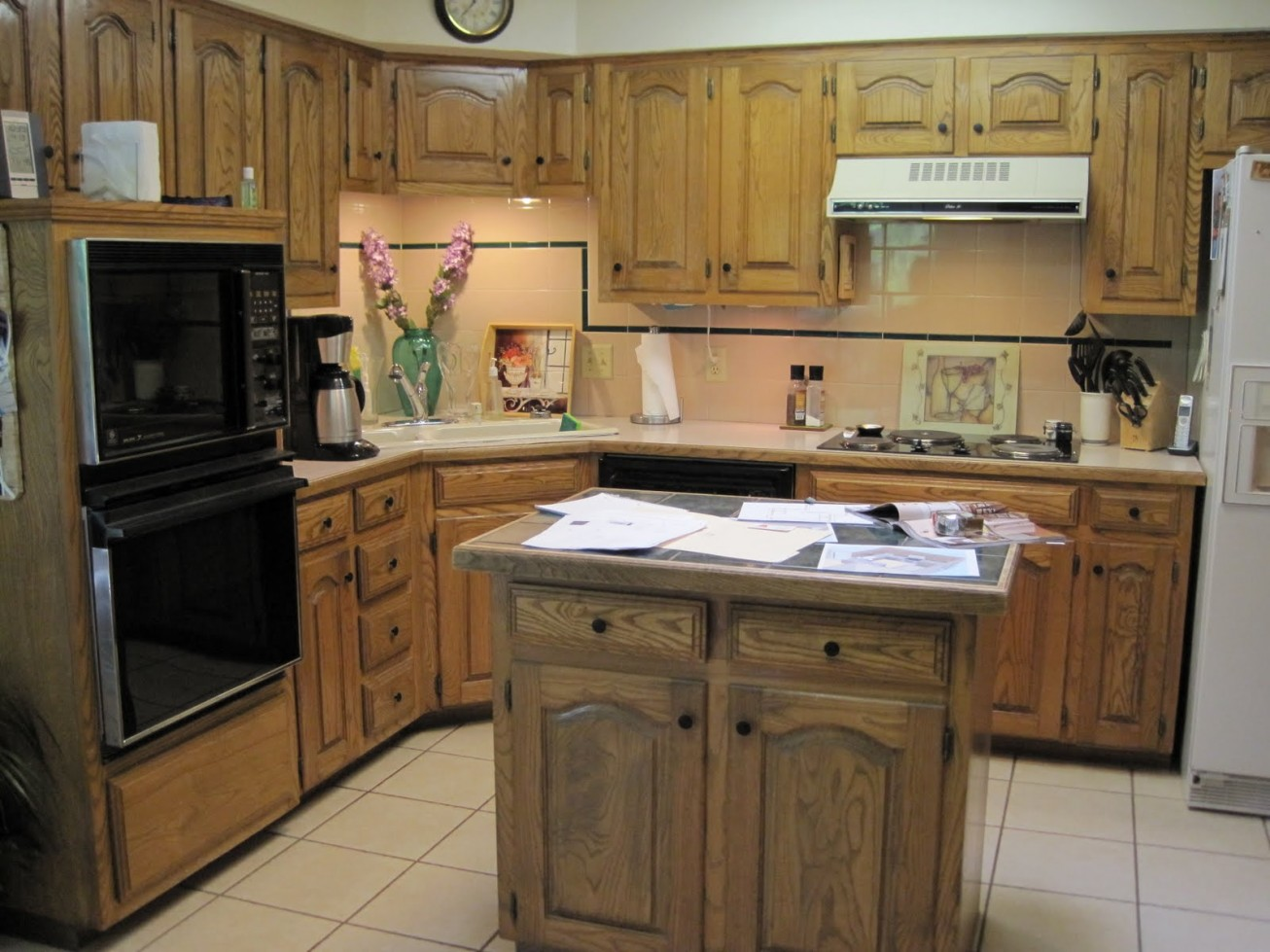 Wooden childrens kitchen set kitchen ideas for Kitchen setting ideas